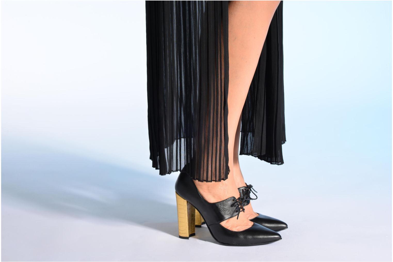 Pumps Made by SARENZA Flore Thirties #10 schwarz ansicht von unten / tasche getragen