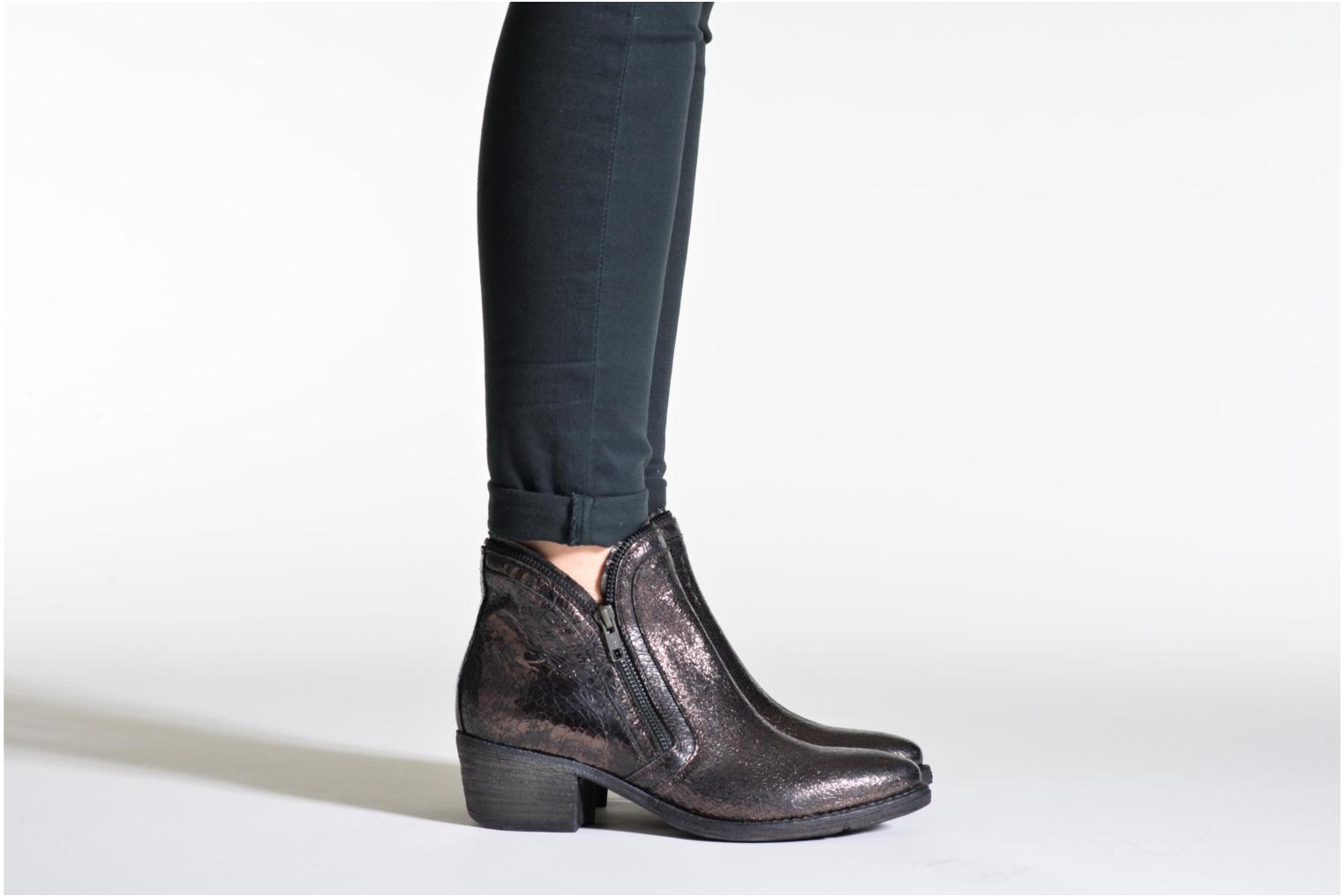 Ankle boots Khrio Jamin Black view from underneath / model view