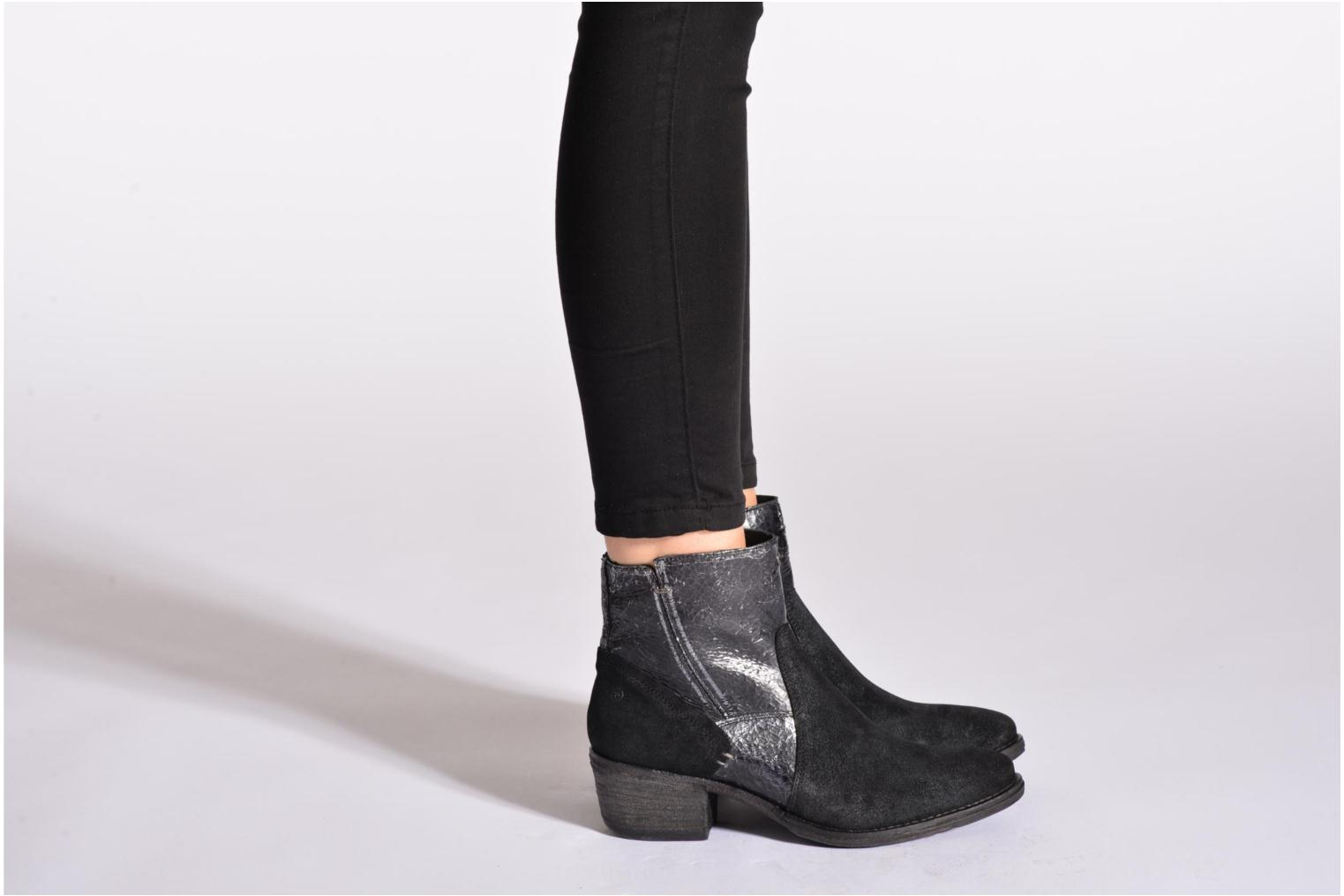 Ankle boots Khrio Heli Black view from underneath / model view