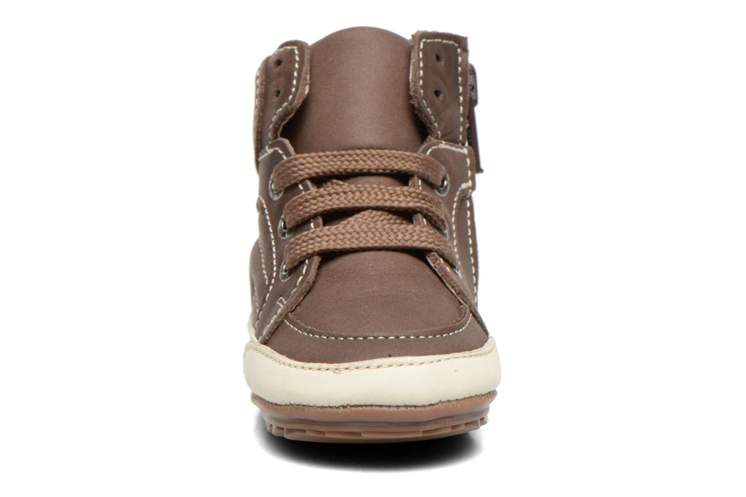 Sneakers Shoesme Spencer Marrone modello indossato