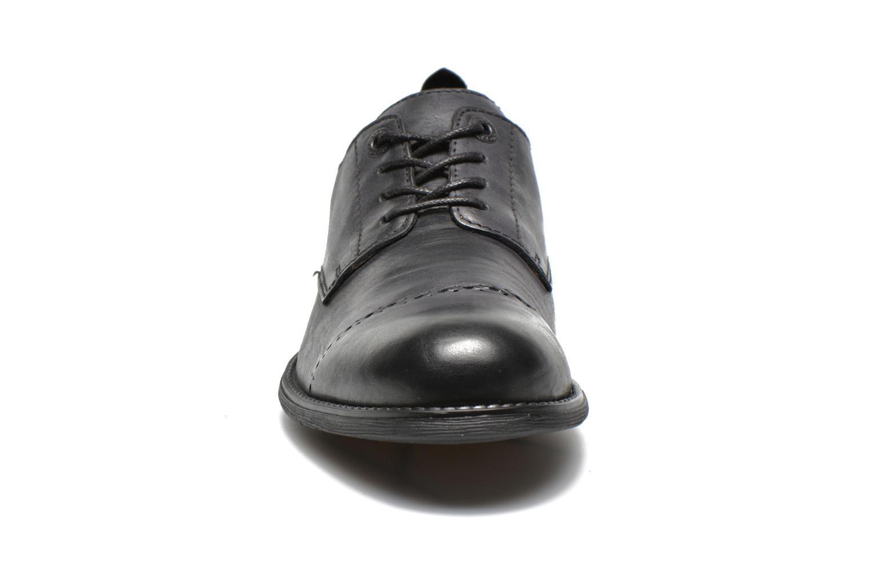 Snörade skor Kickers MARLO Svart bild av skorna på