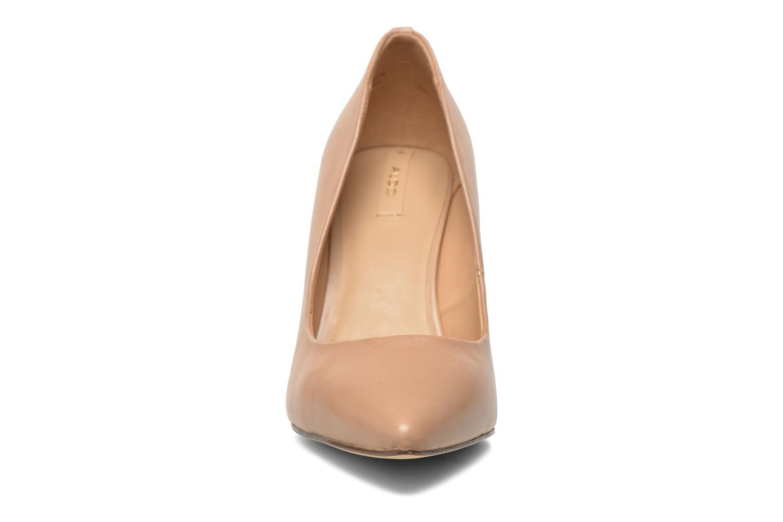 Zapatos de tacón Aldo UNENAN Beige vista del modelo