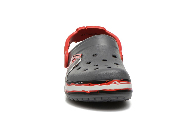 Sandales et nu-pieds Crocs CB Star Wars Villain Clog K AH15 Gris vue portées chaussures