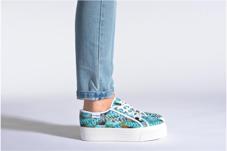 Sneaker Les Tropéziennes par M Belarbi Samba weiß ansicht von unten / tasche getragen