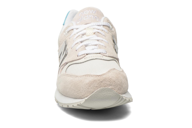 Baskets New Balance WL999 Beige vue portées chaussures