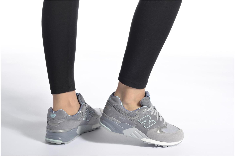Sneaker New Balance WL999 weiß ansicht von unten / tasche getragen