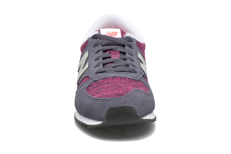 Baskets New Balance WL420 Violet vue portées chaussures