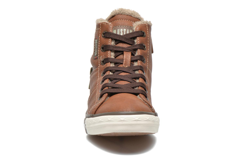 Sneakers Mustang shoes Dana Bruin model