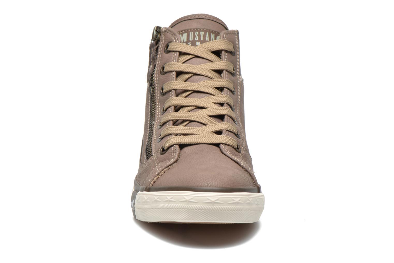 Baskets Mustang shoes Claudio Gris vue portées chaussures