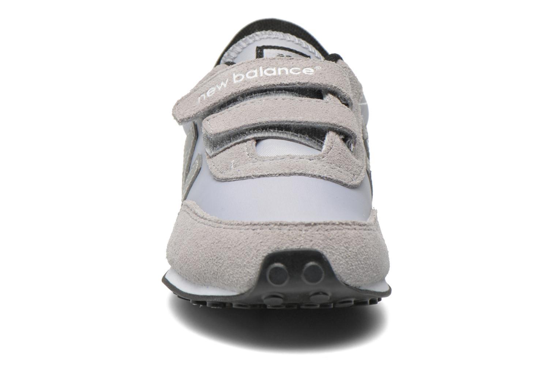 Baskets New Balance KE410 J Gris vue portées chaussures