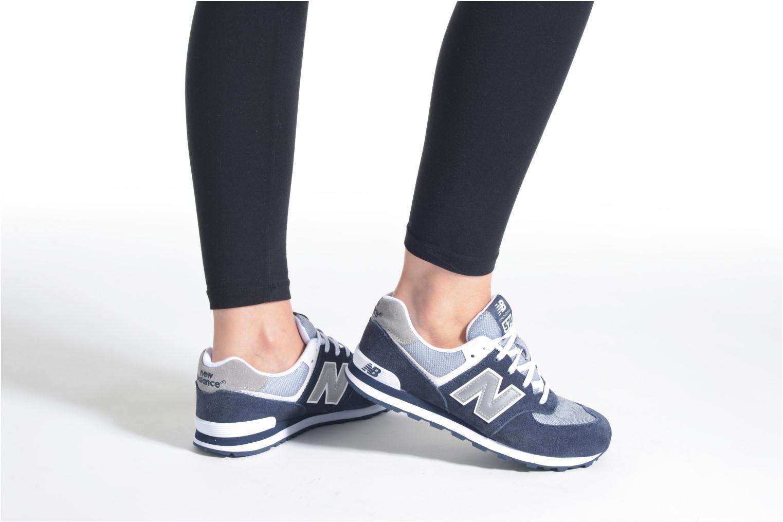 Sneaker New Balance KL574 J blau ansicht von unten / tasche getragen