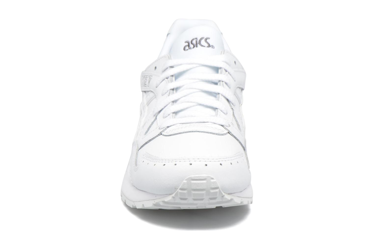 Baskets Asics Gel-Lyte V W Blanc vue portées chaussures