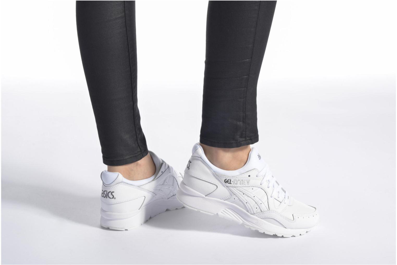 Sneaker Asics Gel-Lyte V W schwarz ansicht von unten / tasche getragen