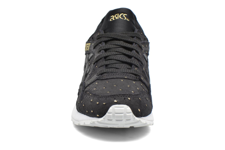 Sneakers Asics Gel-Lyte V W Nero modello indossato