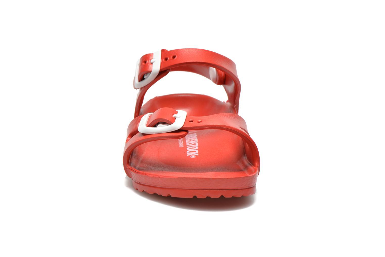 Sandali e scarpe aperte Birkenstock Rio EVA Rosso modello indossato