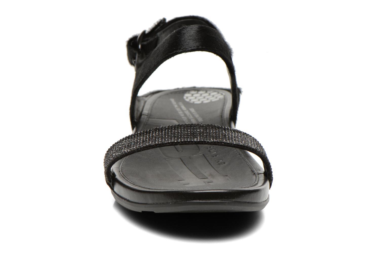 Sandali e scarpe aperte FitFlop Banda Micro C Nero modello indossato