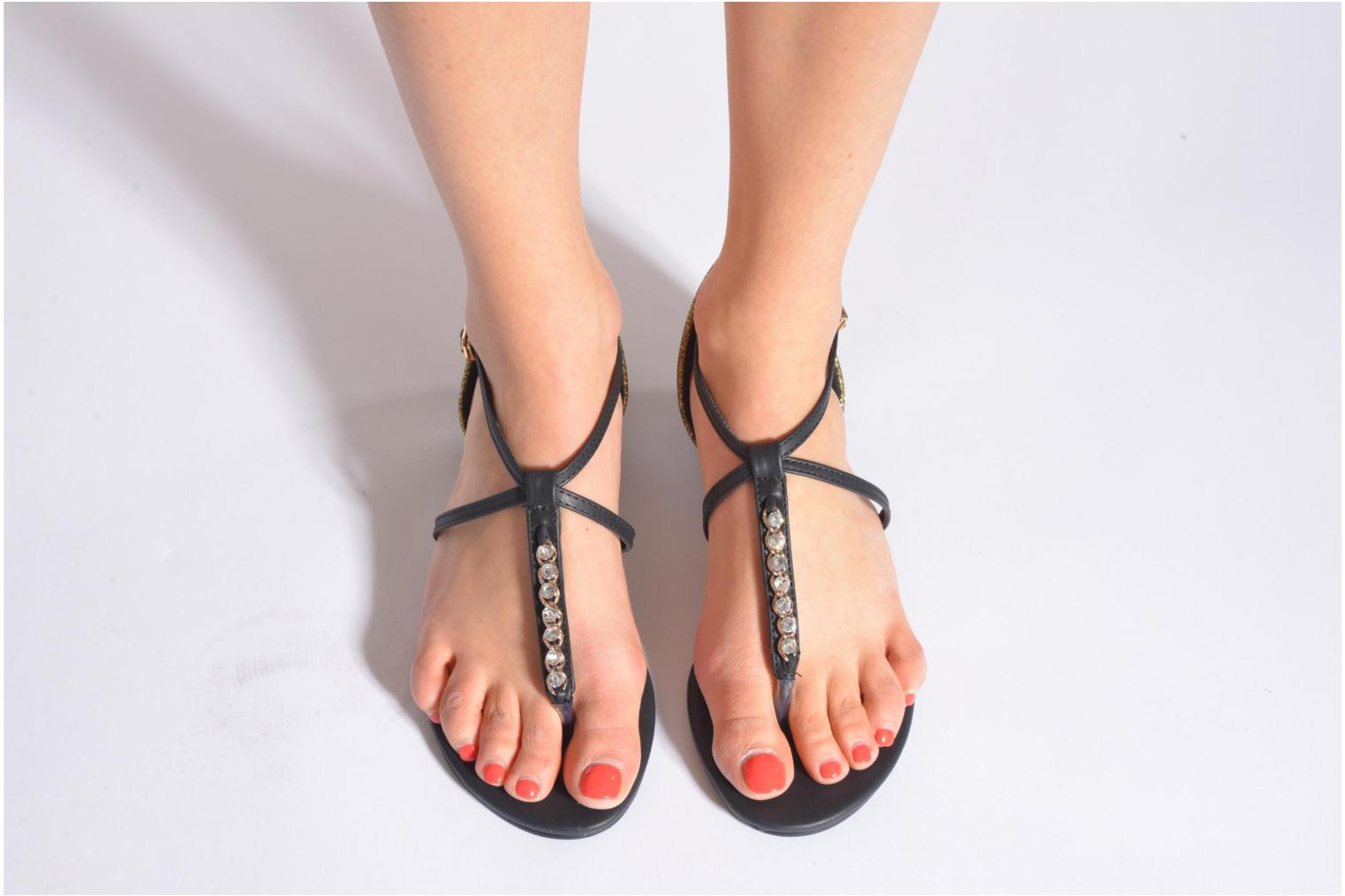 Sandals Xti Lahira-29506 Black view from underneath / model view