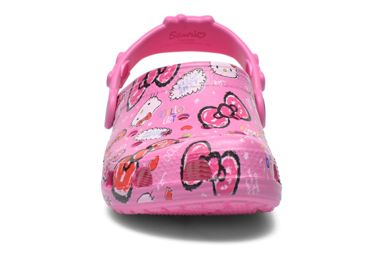 Sandali e scarpe aperte Crocs Hello Kitty Good Tim Rosa modello indossato