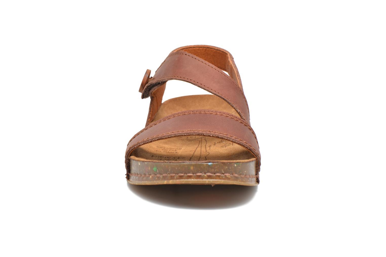Sandali e scarpe aperte Art We Walk 868 Marrone modello indossato