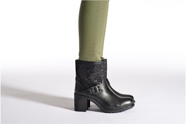 Bottines et boots Initiale Paris Carnaby Noir vue bas / vue portée sac
