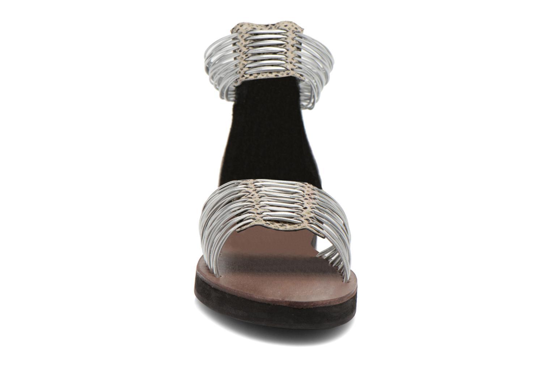 Sandali e scarpe aperte Elizabeth Stuart Pexy 871 Grigio modello indossato