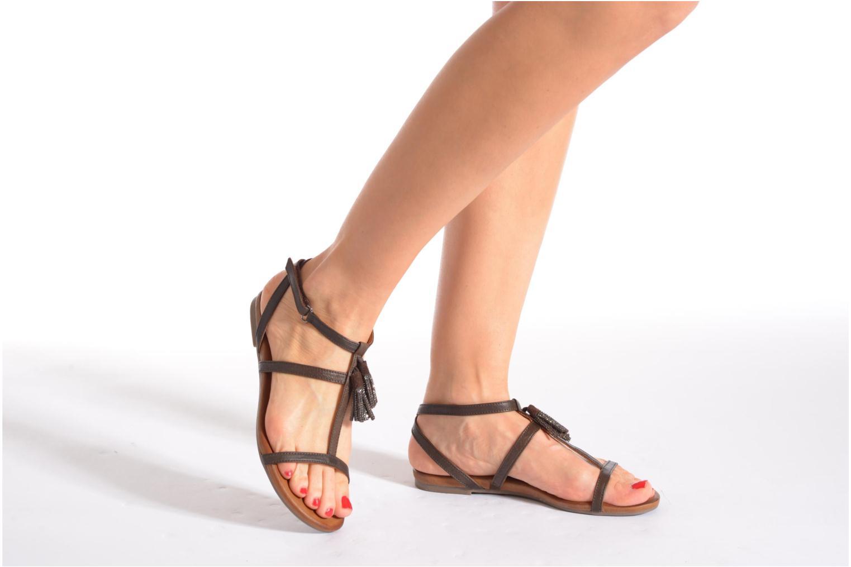 Sandales et nu-pieds Tamaris Arava Marron vue bas / vue portée sac