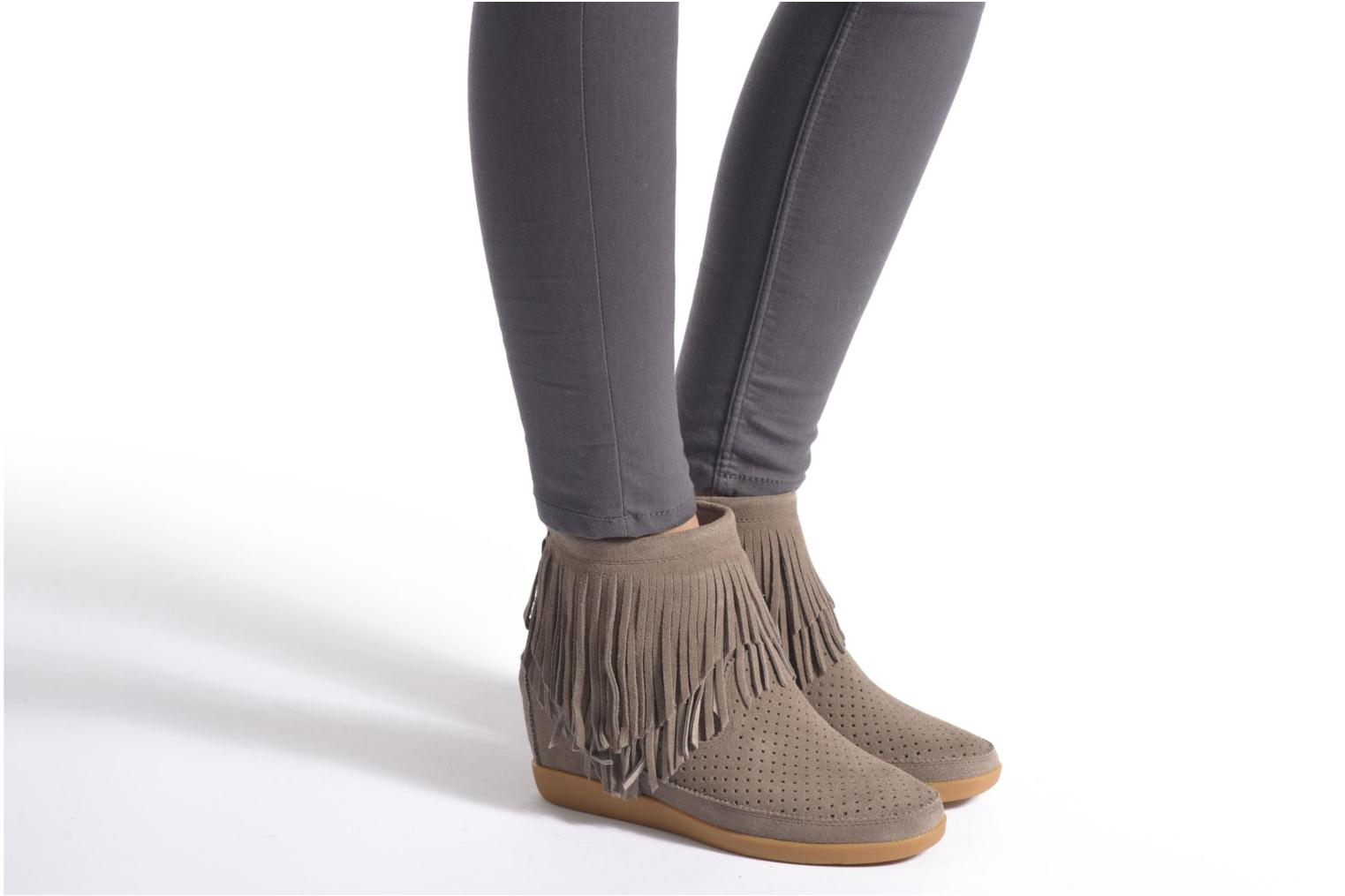 Ankle boots Shoe the bear Emmy Fringes Black view from underneath / model view
