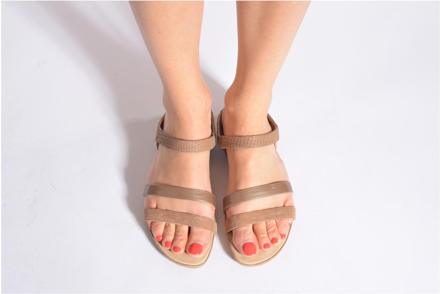 Mules & clogs Unisa Alicu Beige view from underneath / model view
