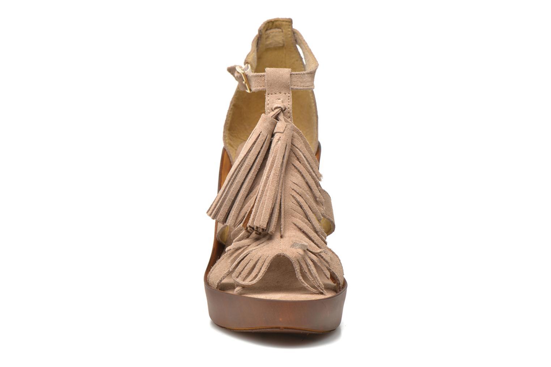 Sandales et nu-pieds Bronx Banner Beige vue portées chaussures
