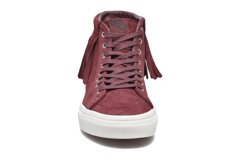 Sneakers Vans SK8-Hi Moc Rosso modello indossato