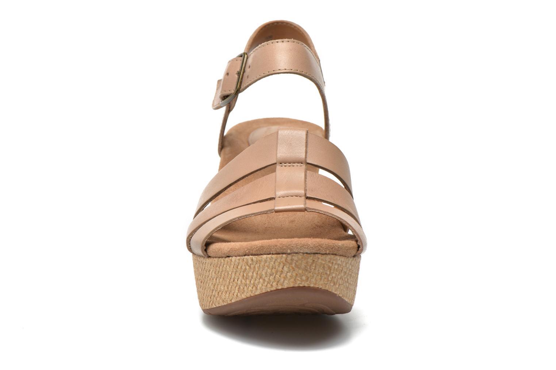 Sandales et nu-pieds Clarks Caslynn Harp Beige vue portées chaussures