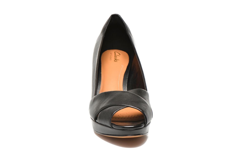 Zapatos de tacón Clarks Jenness Cloud Negro vista del modelo