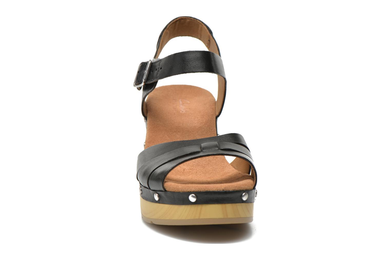 Sandales et nu-pieds Clarks Ledella Trail Noir vue portées chaussures