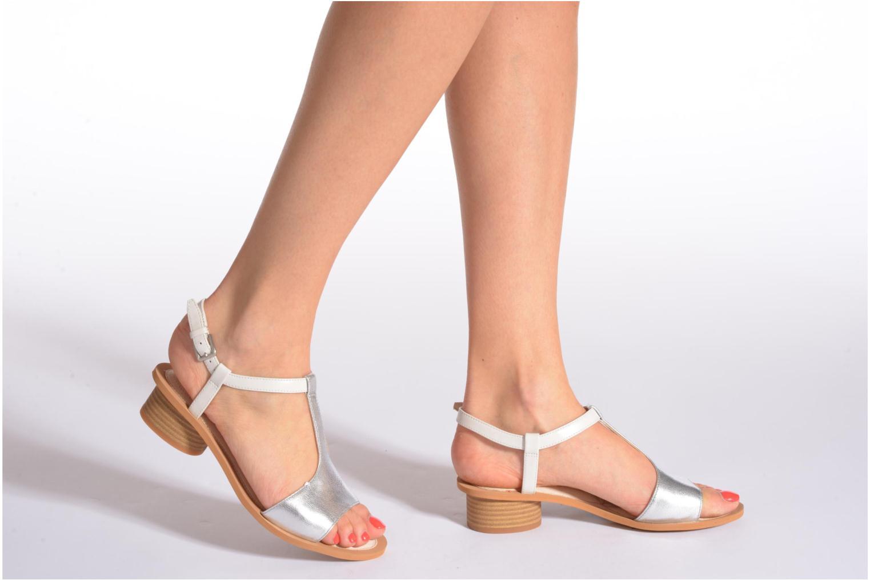 Sandales et nu-pieds Clarks Sandcastle Ice Argent vue bas / vue portée sac