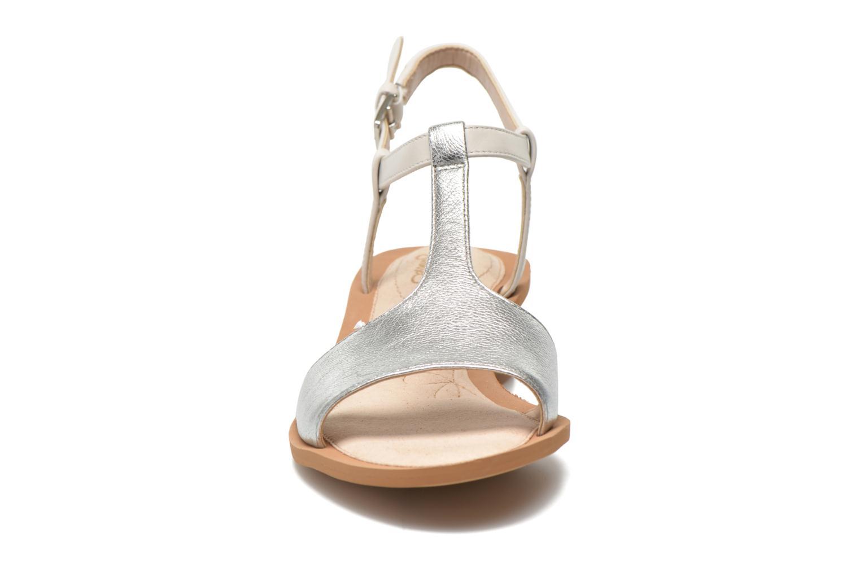 Sandales et nu-pieds Clarks Sandcastle Ice Argent vue portées chaussures