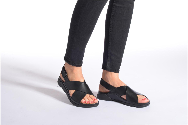 Sandalen Clarks Tri Alexia schwarz ansicht von unten / tasche getragen