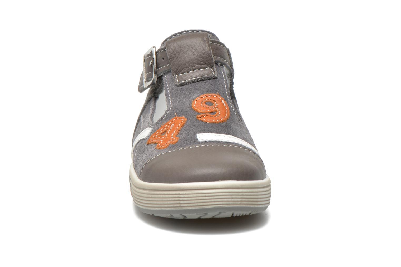 Bottines d'été Bopy Bogo Gris vue portées chaussures