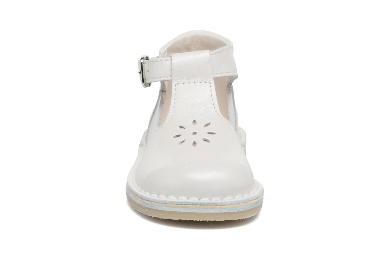 Sommarskor Bopy Mapil Vit bild av skorna på