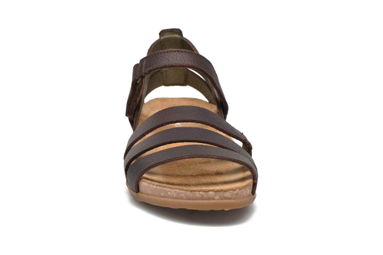 Sandales et nu-pieds El Naturalista Zumaia NF42 Marron vue portées chaussures
