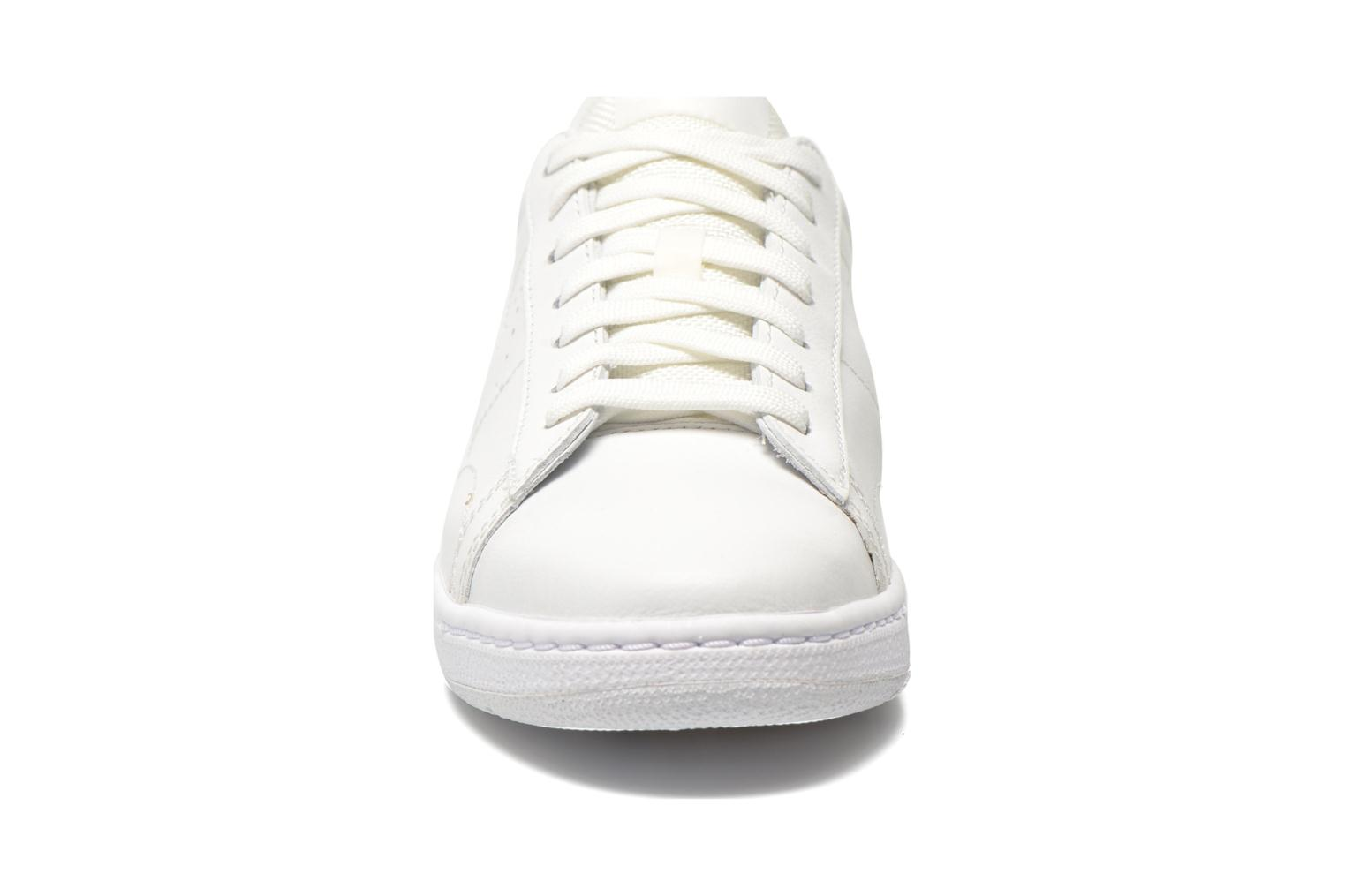 Trainers Nike Tennis Classic Ultra Lthr White model view