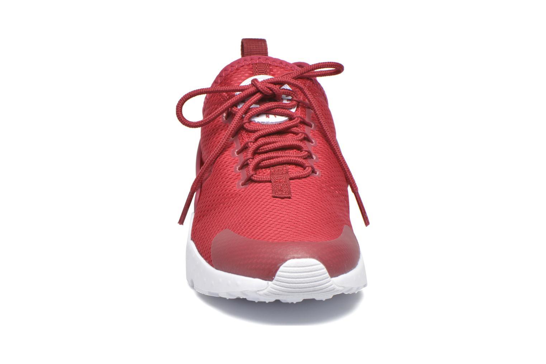 Baskets Nike W Air Huarache Run Ultra Rouge vue portées chaussures