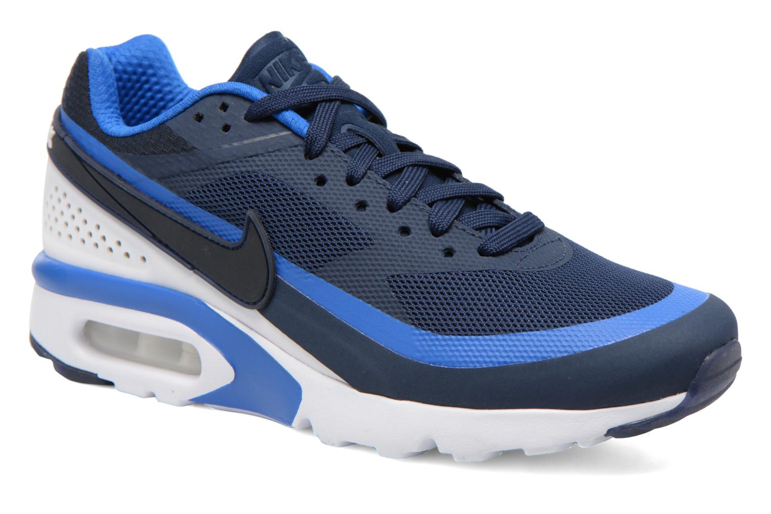 sports shoes 8e310 917b5 chaussures nike air max bw ultra blanche et bleue vue par paire. HD HD