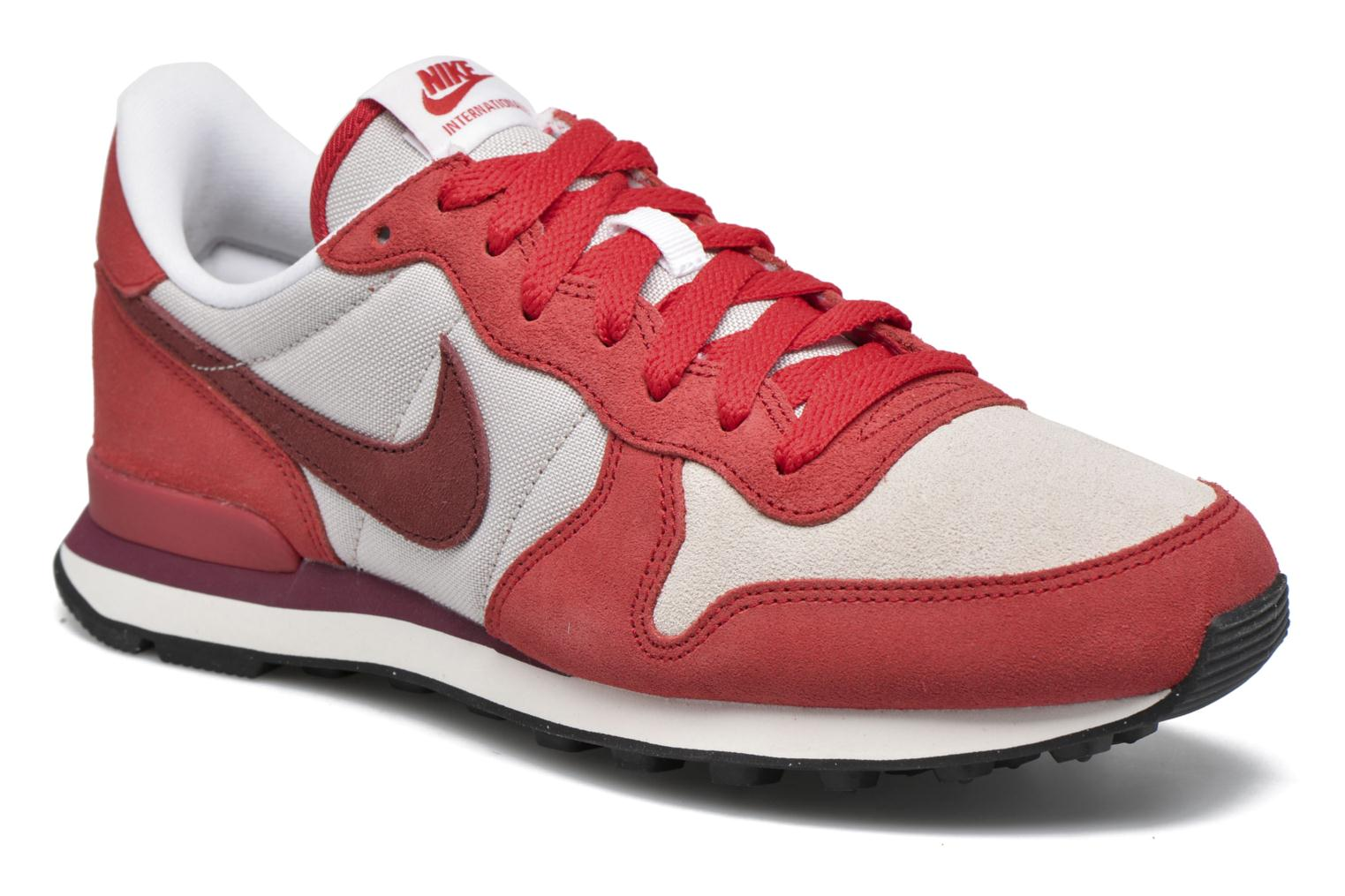 nike rojo internationalist