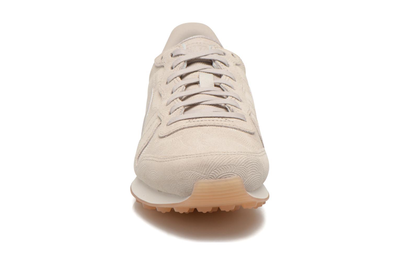 Baskets Nike W Internationalist Prm Gris vue portées chaussures