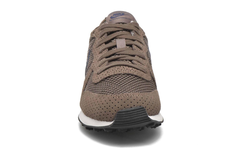 Baskets Nike W Internationalist Prm Marron vue portées chaussures