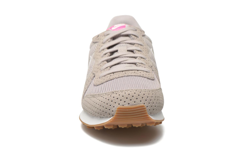 Sneakers Nike Wmns Internationalist Grå bild av skorna på