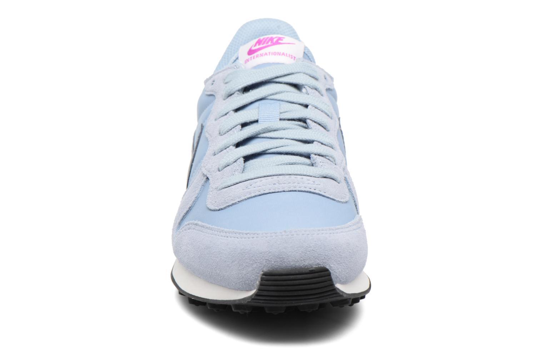 Baskets Nike Wmns Internationalist Bleu vue portées chaussures
