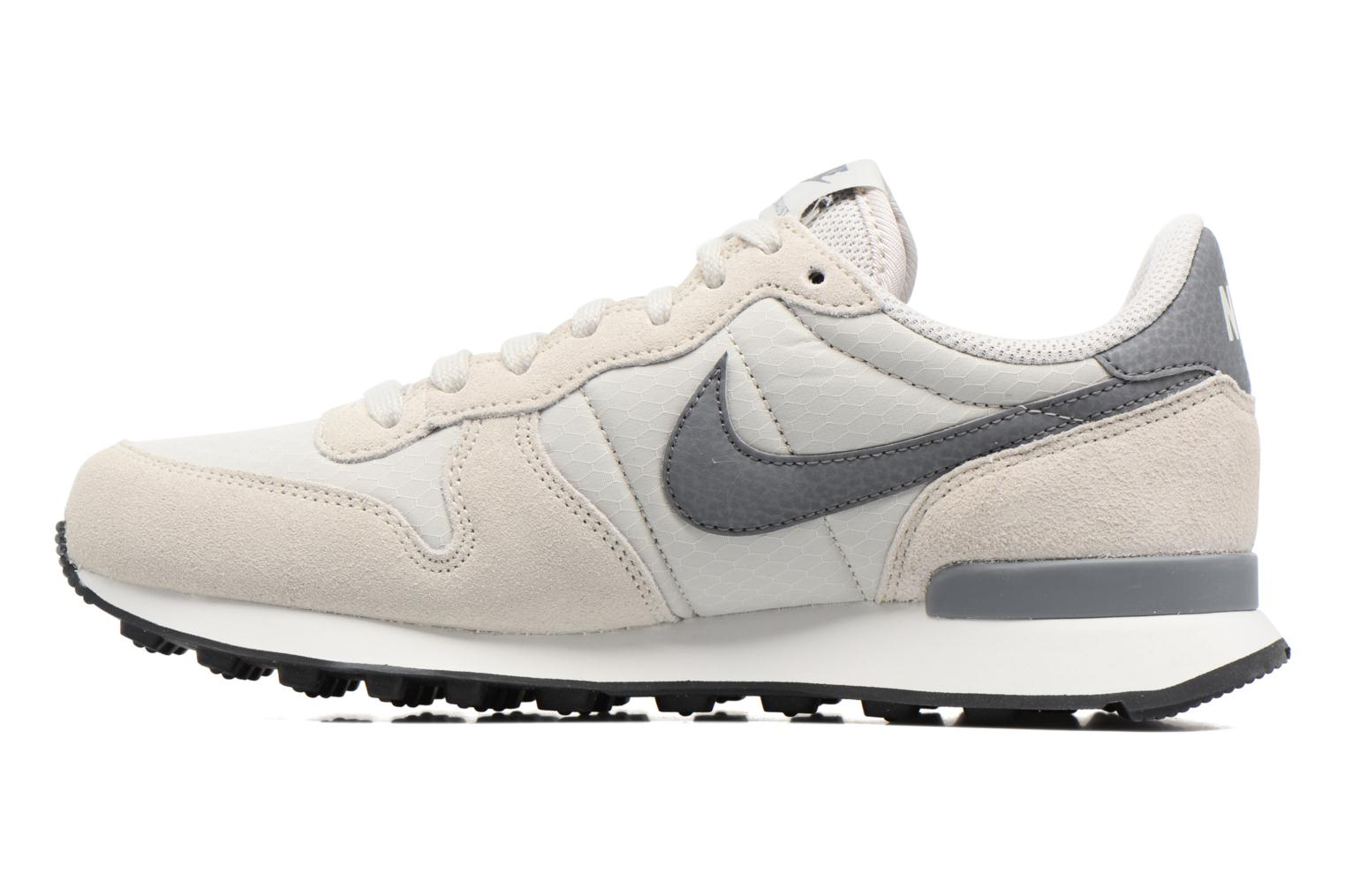 Wmns Internationalist Light Bone/Cool Grey-Summit White-Black