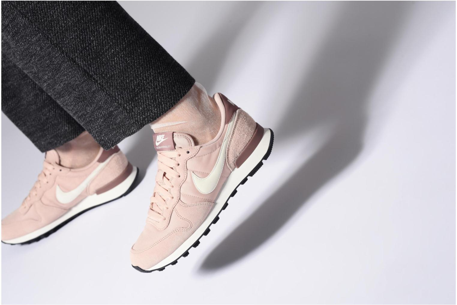 Trainers Nike Wmns Internationalist White view from underneath / model view