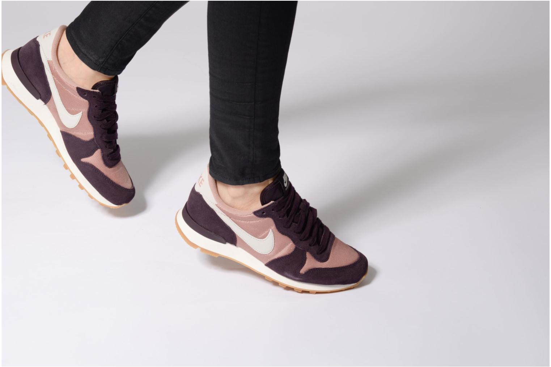 Baskets Nike Wmns Internationalist Violet vue bas / vue portée sac
